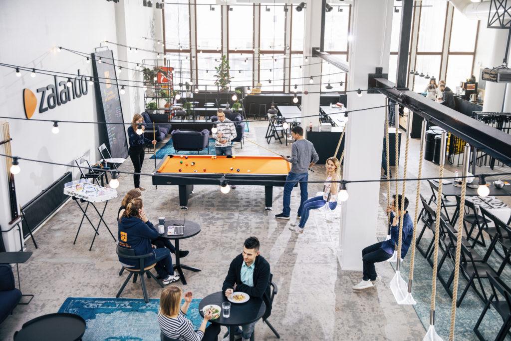 People in the Zalando office in Helsinki. Photo: Jussi Hellsten