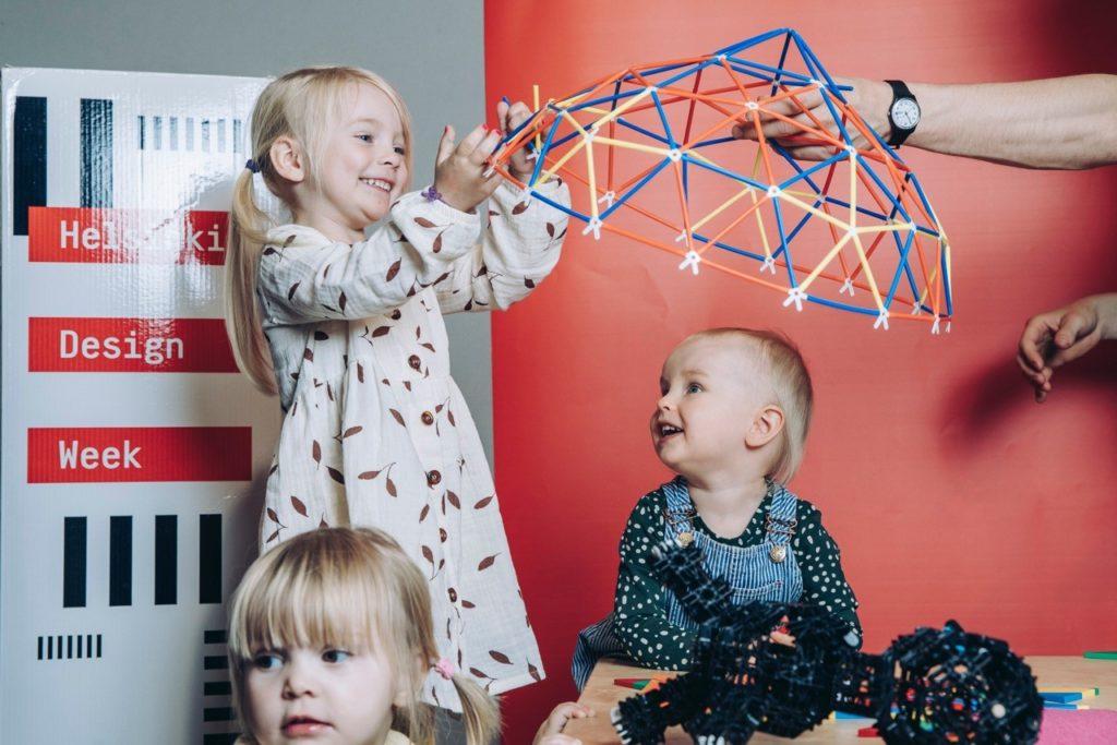Lapsia Helsinki Design Weekin tapahtumassa. Kuva: Aleksi Poutanen