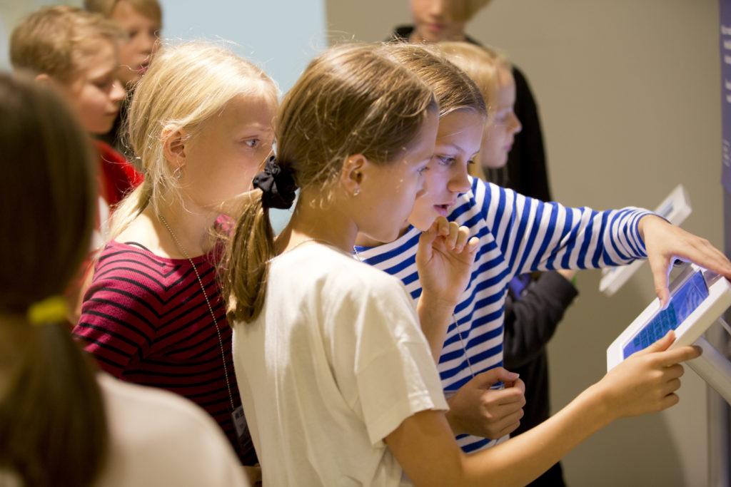 Lapsia Helsinki Design Weekillä. Kuva: Marja Väänänen.